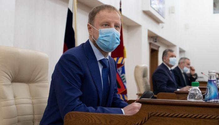 Томенко немного смягчил ковидные запреты в Алтайском крае