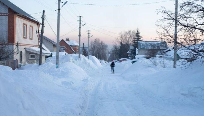 Барнаульский поселок оказался в снежном плену после мощного снегопада