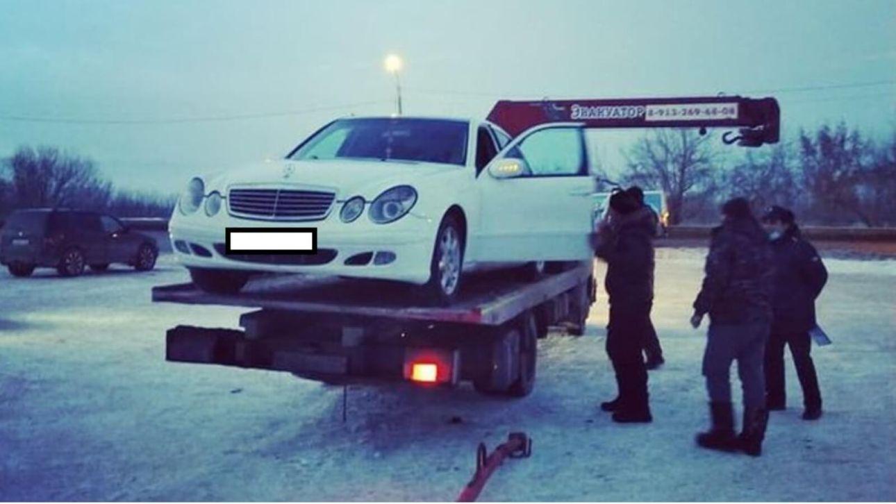 На Алтае владелец Bentley оплатил более 130 штрафов прямо на дороге