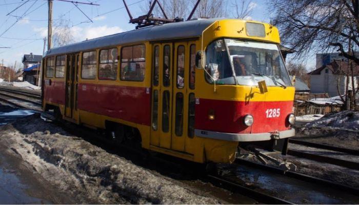 В Бийске седьмые сутки не могут полностью возобновить движение трамваев