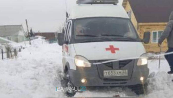 Автобусы стаскивает, скорые застревают: в селе под Барнаулом показали дороги