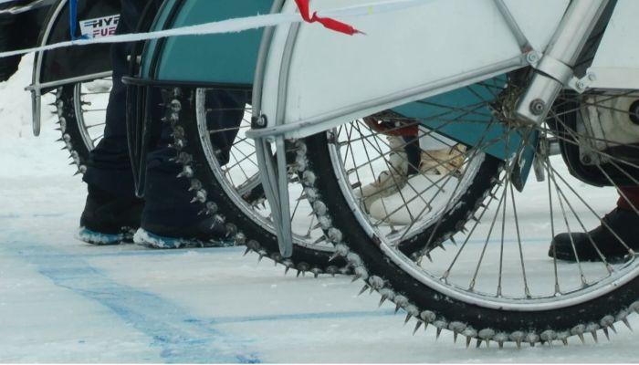 В Барнауле прошли всероссийские соревнования по ледовому спидвею