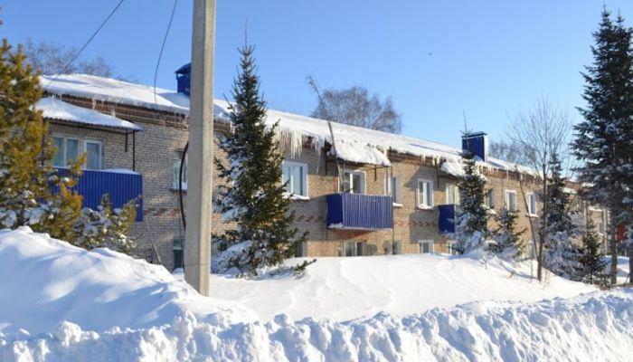 Депутат призвал барнаульцев убрать снежные шапки на балконах