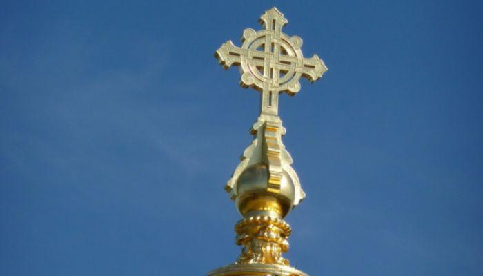 Наказан подросток, прикуривший сигарету от церковной свечи в сибирском храме