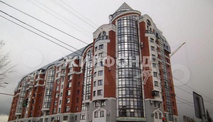 Барнаульская квартира с лифтом и фонтаном вошла в топ самых больших в России