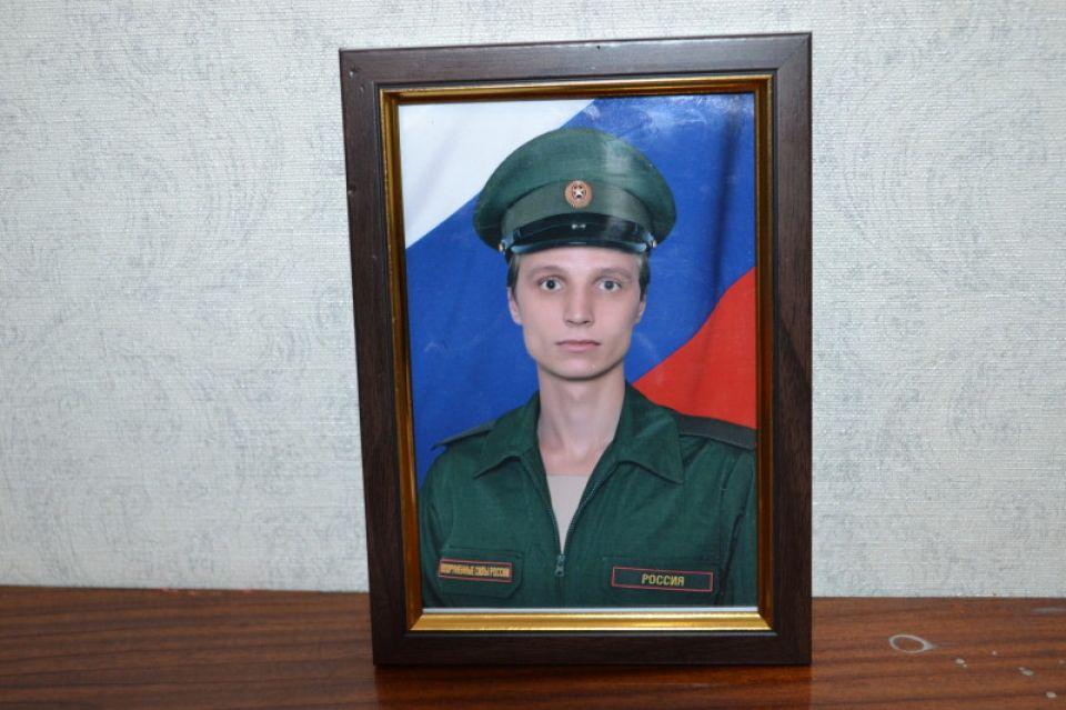 Именно эта фотография Анатолия Куропова упала со стены