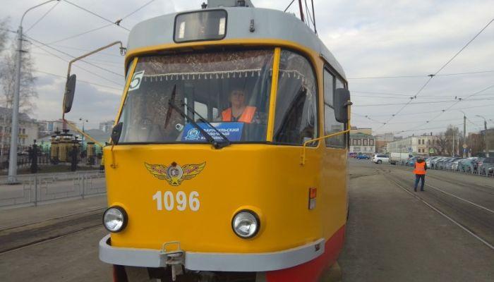 В Барнауле сошел с рельсов четвертый за неделю трамвай