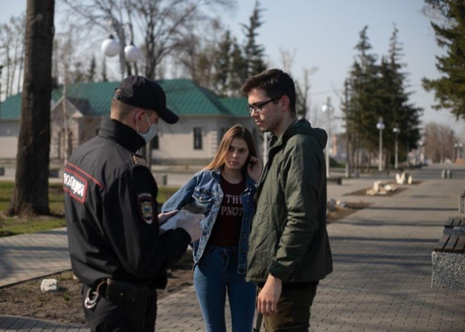 В Барнауле гуляют не только местные, но и приезжие с районов
