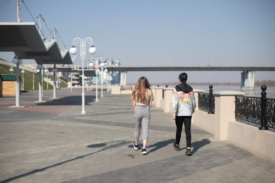 Несмотря на запреты, подростки продолжают гулять по Барнаулу