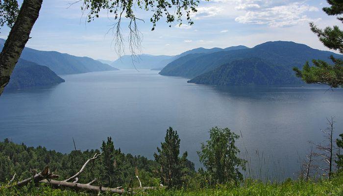 Телецкое озеро оказалось самым популярным местом отдыха на Алтае