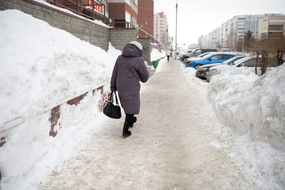 Снег. Тротуар