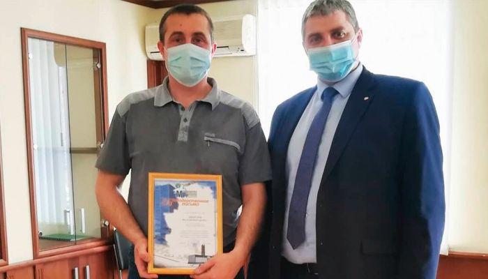 На Алтае наградили водителя, который спас людей из горящего ТЦ
