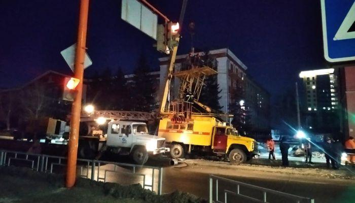 В центре Барнаула встало движение трамваев из-за сломанного вагона
