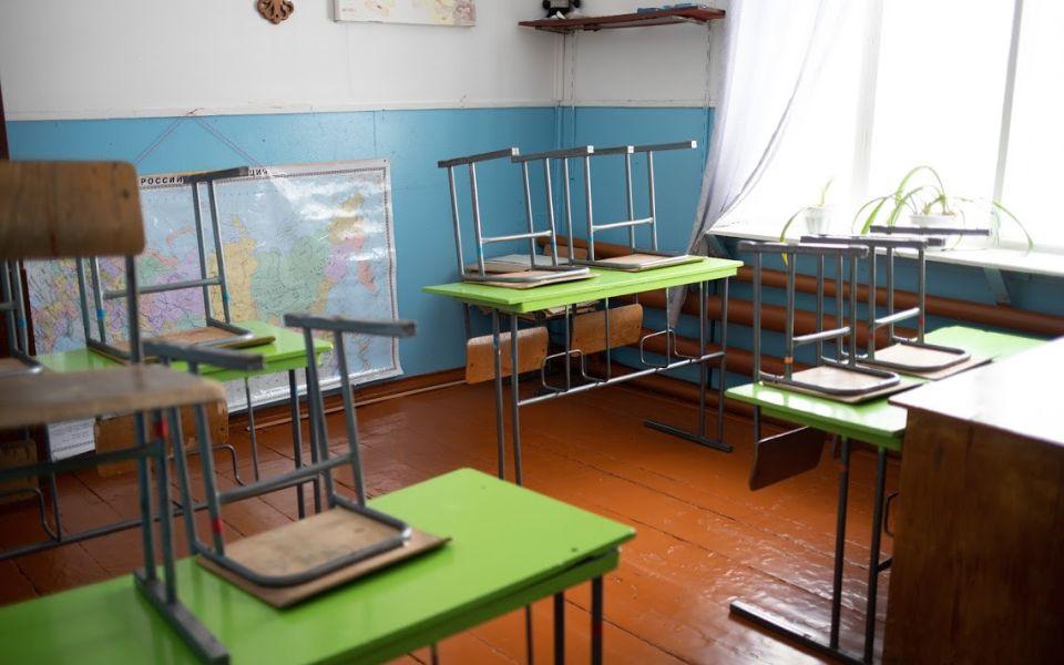 В барнаульской школе 128 отменили занятия после вспышки заболевания