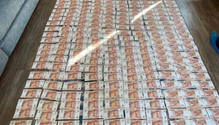 Директора барнаульской фирмы обвинили во взятке главе алтайского минздрава
