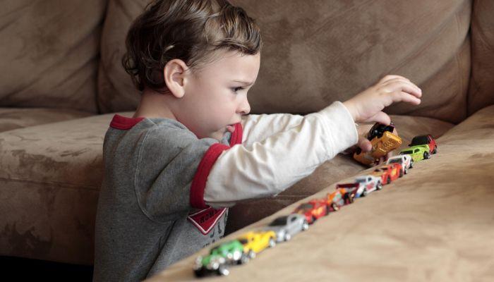 Родители детей-аутистов просят поднять шум, чтобы вернуть деньги из ФорБанка