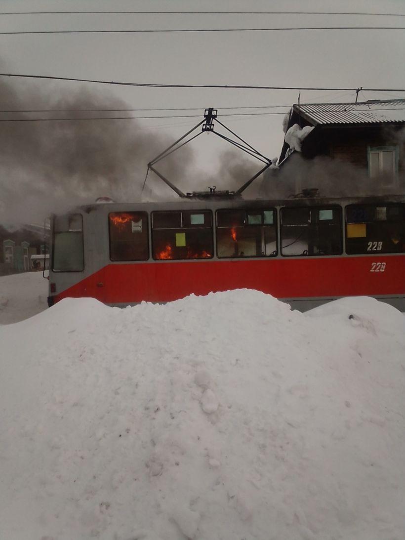 """Травай. Пожар Фото:""""Инцидент Бийск""""/""""ВКонтакте"""""""