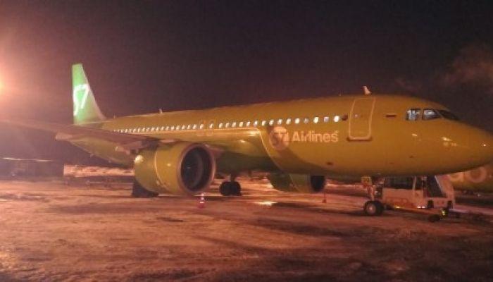 В Новосибирске самолёт Airbus A320 совершил аварийную посадку