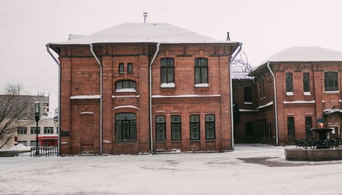 В Барнауле начали ремонт пострадавшего при пожаре Дома афганцев