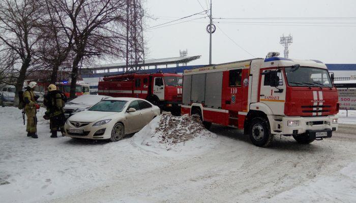 Два взрослых и ребенок отравились угарным газом на пожаре в Бийске