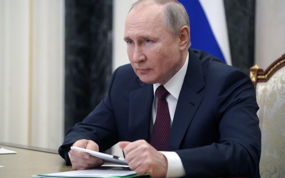 Путин поручил ускорить рост зарплат в Алтайском крае