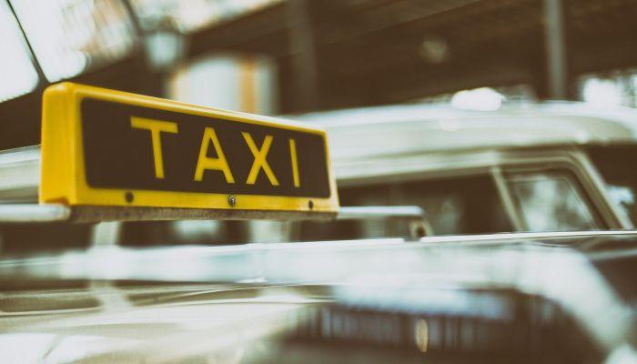 Полиция: нападение на барнаульского таксиста совершил его коллега