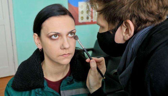 Убийственное обаяние. Женщины из алтайской колонии готовятся к конкурсу красоты