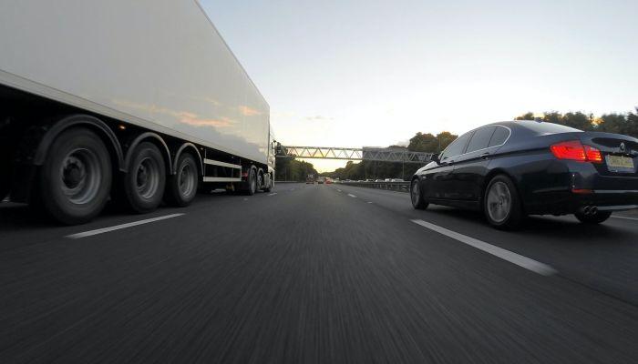 На алтайских дорогах введут весеннее ограничение для большегрузов