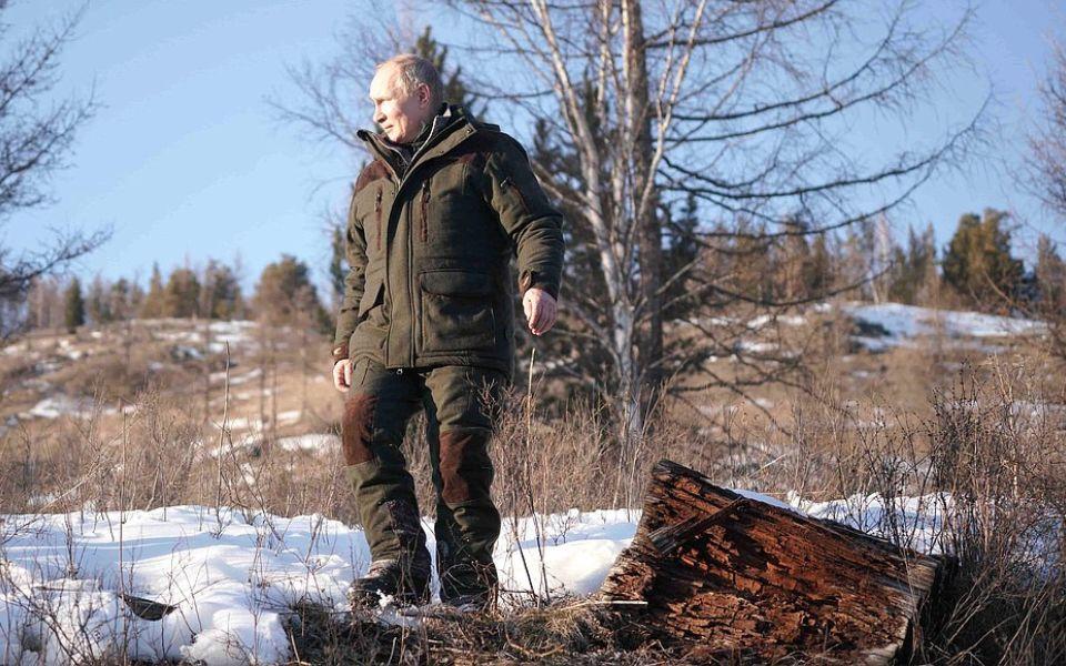 В Сети появились кадры с отдыха Путина в сибирской тайге