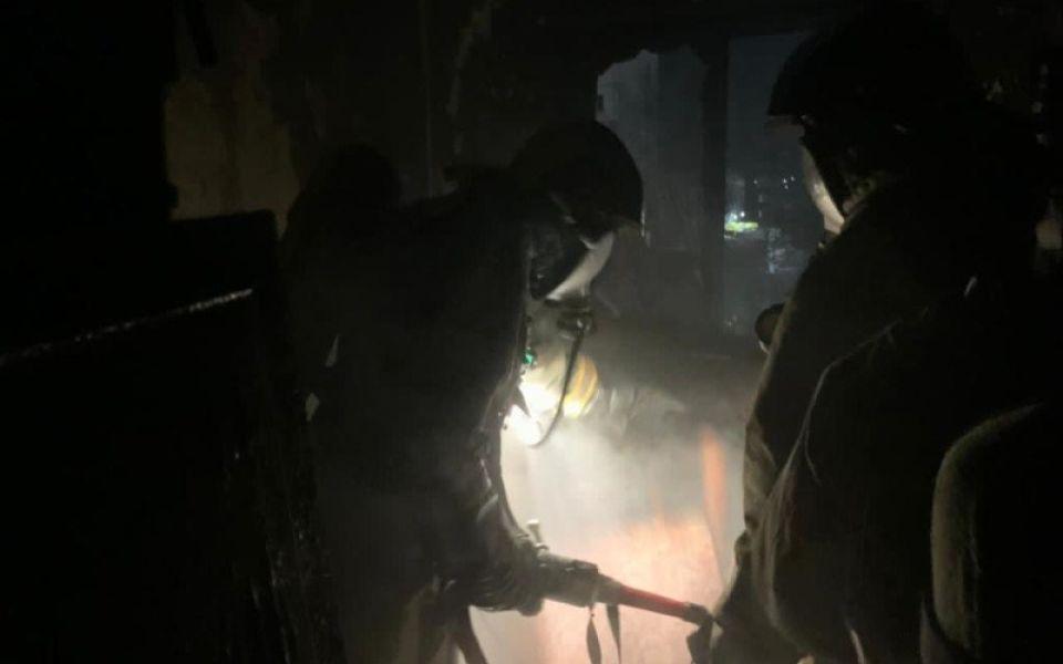 Девять человек эвакуировали из-за пожара в бийской многоэтажке