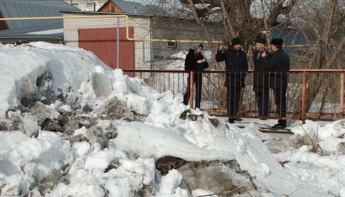 Река Пивоварка топит дома и участки жителей Барнаула