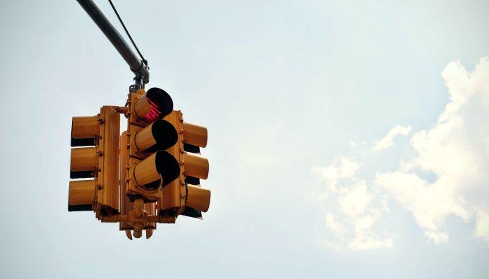 В Барнауле отключили светофор на перекрестке Власихинская-Лазурная