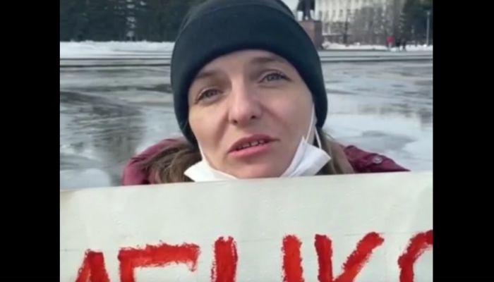 Власти прокомментировали одиночный пикет многодетной матери в Барнауле