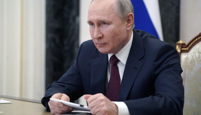 Владимир Путин сделал прививку от коронавируса вне камер