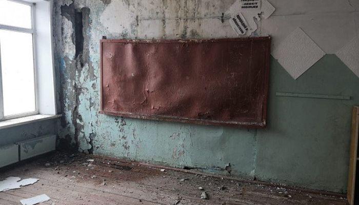 Власти объявили о капремонте алтайской школы, где рушатся стены