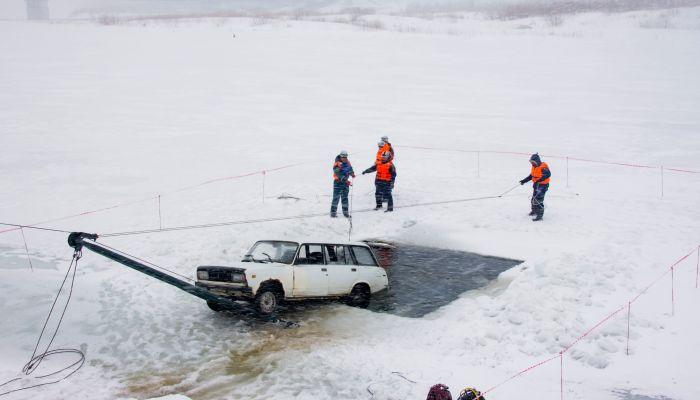 В Алтайском крае в снежный шторм тренировались преодолевать паводок