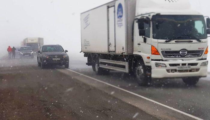 Федеральную трассу Р-256 частично закрыли в Алтайском крае