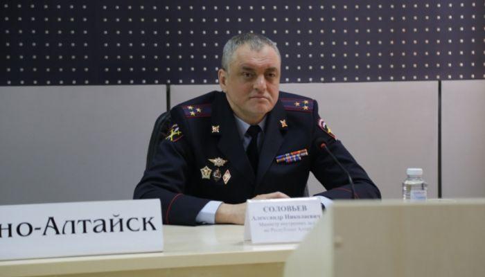Личному составу представили нового руководителя МВД по Республике Алтай