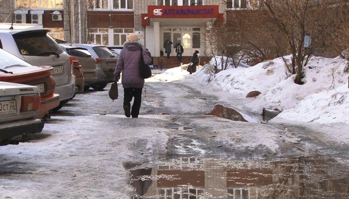 Барнаульцы застревают и тонут во дворах: кто обязан чистить проезды и тротуары