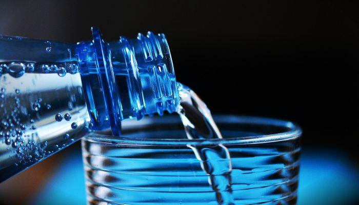 Врачи: чрезмерное употребление воды может быть вредным