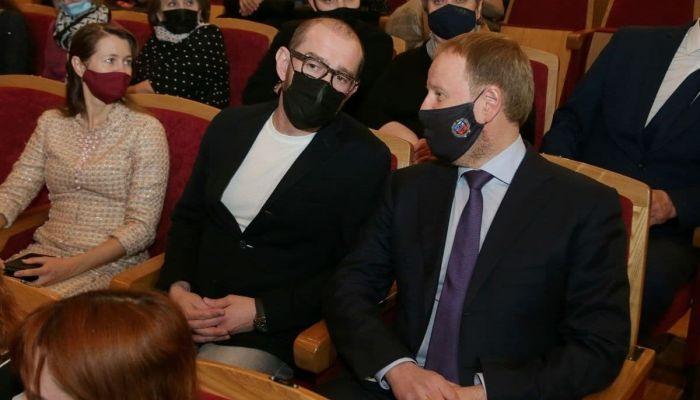 Томенко вместе с Хабенским посмотрели премьеру спектакля в драмтеатре