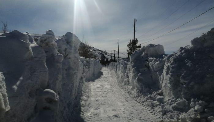 В алтайском городе показали, как пробивают двухметровые тоннели в снеге