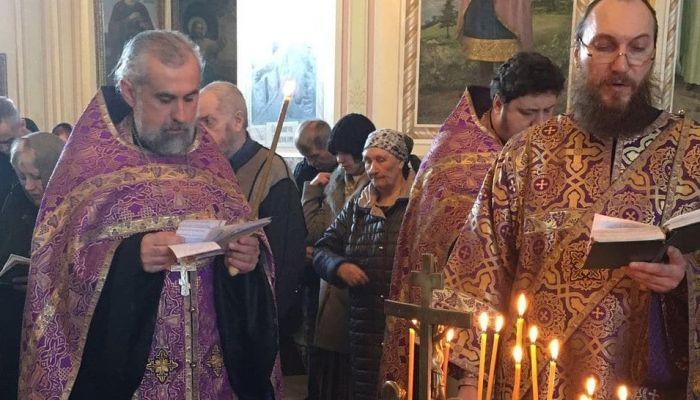 Алтайский священник помолился за голливудский актеров Коннери и Рикмана