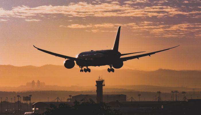 В Сибири экстренно сел самолет, летевший из Токио