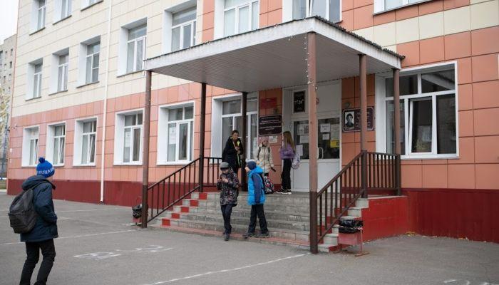 В барнаульские школы поступили звонки о минировании утром 30 марта