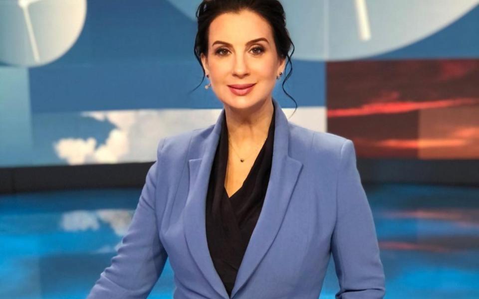 Екатерина Стриженова сломала руку, упав во время съёмок в прямом эфире