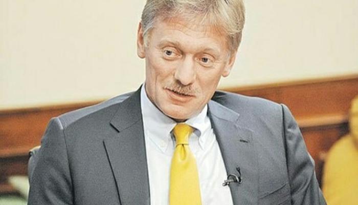 Песков считает, что пример президента заставит россиян активнее вакцинироваться