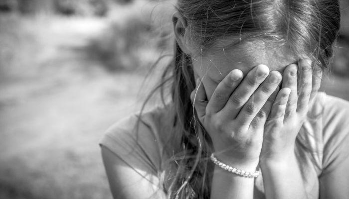 Барнаулец почти год жестоко избивал дочь своей сожительницы