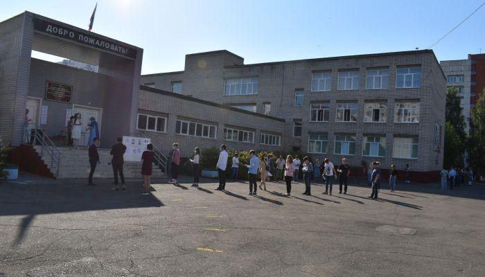 Родители барнаульской школы возмущены назначением директора без педобразования
