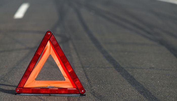 Въехавший в заброшенный дом в Гуселетово водитель погиб